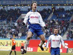 Rade Prica (l.) jubelt nach seinem Treffer für Hansa Rostock