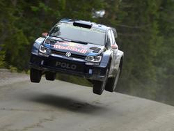 Die FIA World Rally Championship in Finnland geht durch Wald und Flur