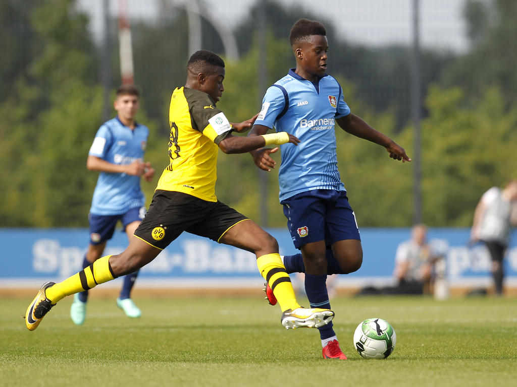 Dortmunds Youssoufa Moukoko (l.) war einmal mehr nicht zu bremsen