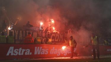 Die Fans des FC St. Pauli zündelten im Derby gegen den HSV nach allen Regeln der Kunst
