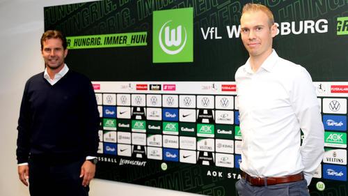 Der VfL Wolfsburg wird ab der kommenden Saison von Tommy Stroot (r.) trainiert