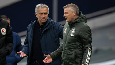 Ole Gunnar Solskjaer (r.) trainiert Manchester United