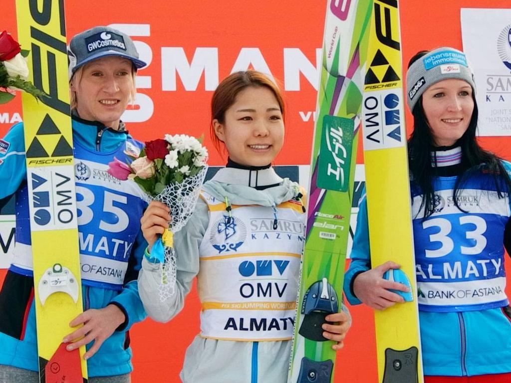 Sara Takanashi (M.) feierte den nächsten Erfolg