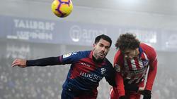 Pablo Insúa (l.) kehrt im Sommer zum FC Schalke 04 zurück