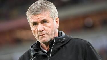 Düsseldorfs Friedhelm Funkel hat nach der hohen Niederlage in Wolfsburg scharfe Kritik an seinen Innenverteidigern geübt