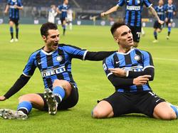 Inter-Stürmer Lautaro Martínez (r.) hält große Stücke auf Trainer Antonio Conte