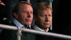 Berti Vogts (l.) nimmt Bundestrainer Joachim Löw in Schutz