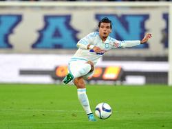Karim Rekik zoekt de diepte tijdens het competitieduel Olympique Marseille - SC Bastia. (13-09-2015)