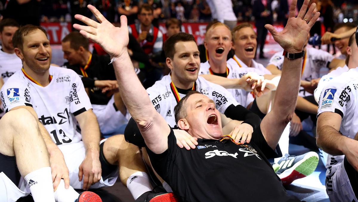Alfred Gislason (M.) will mit dem THW Kiel noch weitere Titel feiern