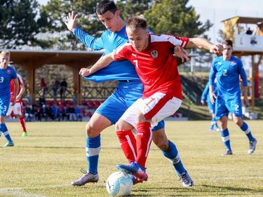 Albin Ramadani (r.) kämpft gegen den Slowaken Filip Blazek