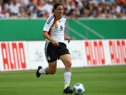 1977 Birgit Prinz, Welt- und Europameisterin, dreifache Weltfußballerin und mit 128 Toren DFB-Rekordtorschützin, kommt in Frankfurt am Main zur Welt.