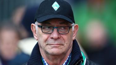 Werder Bremens Ehrenpräsident Klaus-Dieter Fischer spricht sich für das Weitermachen mit Trainer Kohfeldt aus