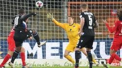 Den goldenen Treffer für Bielefeld erzielte Reinhold Yabo (l.) mit seinem ersten Bundesliga-Tor