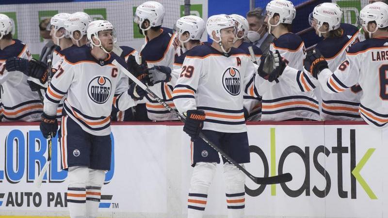 NHL-Star Leon Draisaitl (r.) glänze erneut und schnürte einen Doppelpack