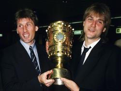 Ein Bild aus alten Zeiten: Kaltz (l.) zusammen mit HSV-Boss Beiersdorfer