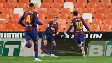 Waren die Torschützen für Barcelona: Griezmann (M.) und Messi (r.)