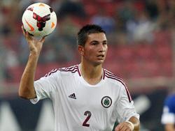 Vitālijs Maksimenko gooit in tijdens de WK-kwalificatiewedstrijd van Letland tegen Griekenland. (10-09-2013)