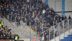 Anhänger des FCSt. Pauli haben auf dem Weg zum Auswärtsspiel in Bielefeld randaliert