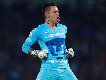 El 'Pollo' Saldívar le atajó un penalti a Roger Martínez. (Foto: Getty)