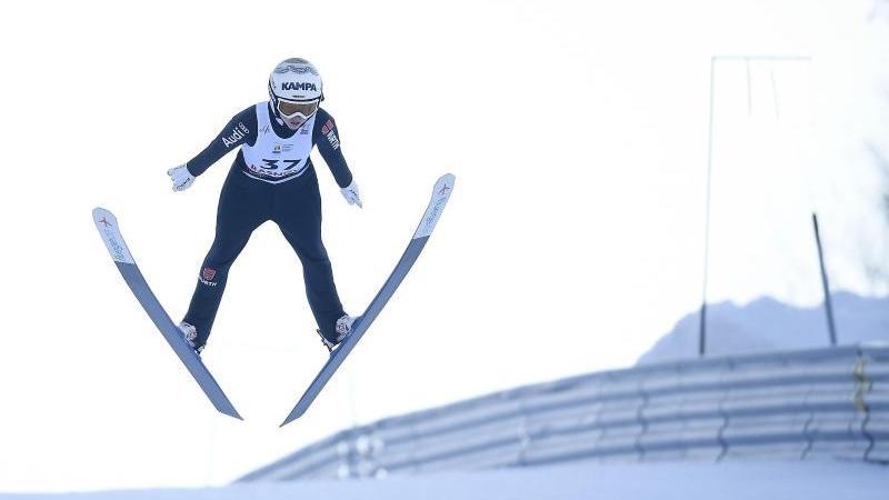 Beim Weltcup im slowenischen Ljubno springt Juliane Seyfarth auf Rang drei