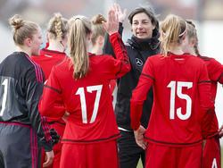 Anouschka Bernhard und die U17-Juniorinnen stehen im EM-Halbfinale