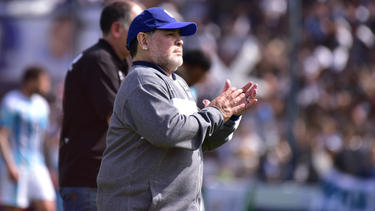 Die argentinische Fußball-Legende Diego Maradona kann die Niederlage nicht verhindern