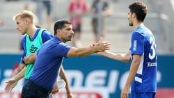 Dimitrios Grammozis (l.) steht beim FC Schalke zunehmend unter Druck