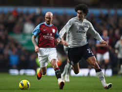 Marouane Fellaini (r.) wechselt zu Manchester United