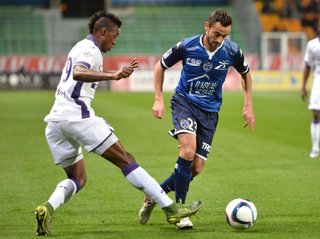 3-0 home loss to Toulouse: ESTAC Troyes with Fabien Camus (r.)
