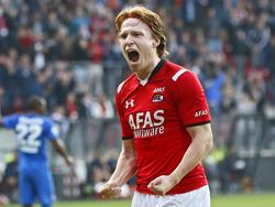 Guus Hupperts juicht nadat hij namens AZ de 3-0 heeft gemaakt tegen FC Twente. (04-10-2015)