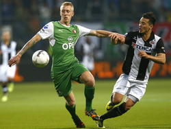 Jason Davidson (r.) en Lex Immers (l.) vechten om de bal tijdens Heracles Almelo - Feyenoord. (2-4-2014)