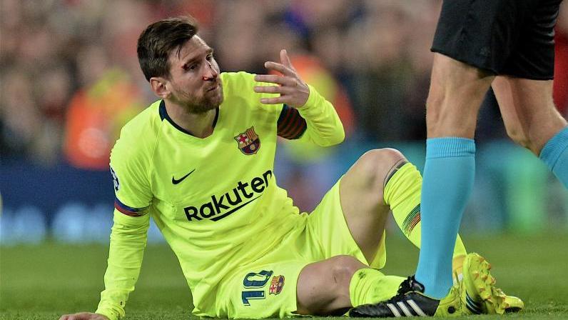 Lionel Messi holte sich gegen Manchester United eine blutige Nase