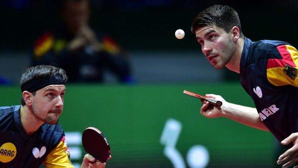 Timo Boll und Patrick Franziska schlagen für Deutschland auf
