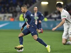 Kylian Mbappé hizo triplete ante el Lyon.
