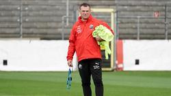 Seit Dienstag trainiert Uwe Koschinat mit seiner Mannschaft in Kleingruppen