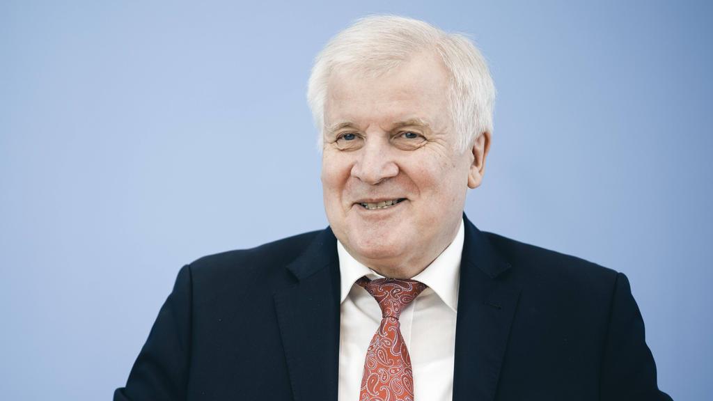 Horst Seehofer blickt optimistisch auf die Bundesliga