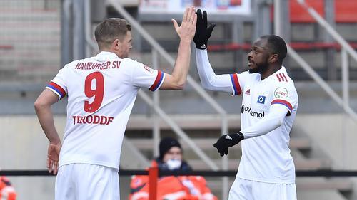 Simon Terodde  (l.) erzielte den Treffer für den HSV