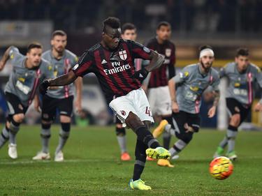 Mario Balotelli logró el único gol con el que el Milan. (Foto: Getty)