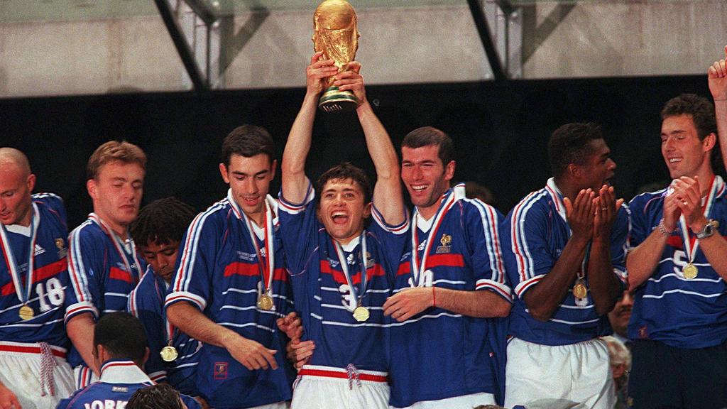 Bixente Lizarazu (m.) und Co. feierten 1998 den ersten französischen WM-Titel