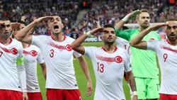 Nach dem Militärgruß in der EM-Qualifikation verhängte die UEFA milde Strafen gegen türkische Nationalspieler