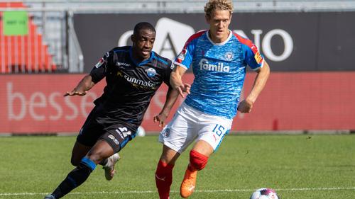 Christopher Antwi-Adjei (l.) unterlag mit dem SC Paderborn in Kiel
