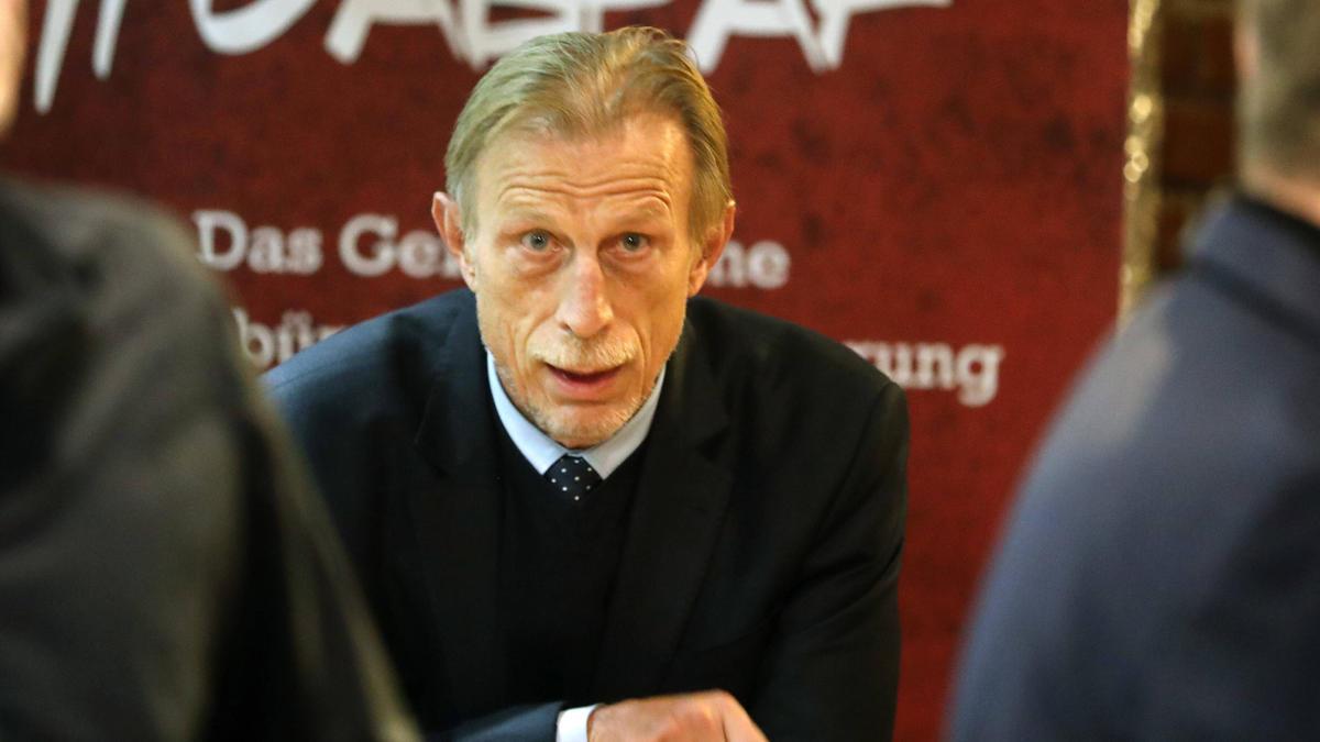 Christoph Daum sieht für Joshua Zirkzee keine Zukunft beim FC Bayern