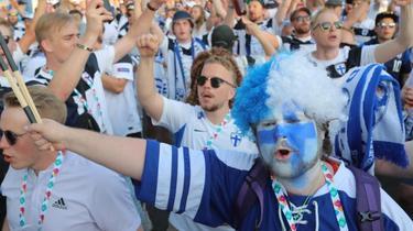 Die finnischen Fans feierten ihr Team. Foto: Igor Russak/dpa