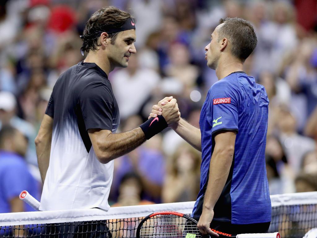 Roger Federer (l.) besiegte Philipp Kohlschreiber