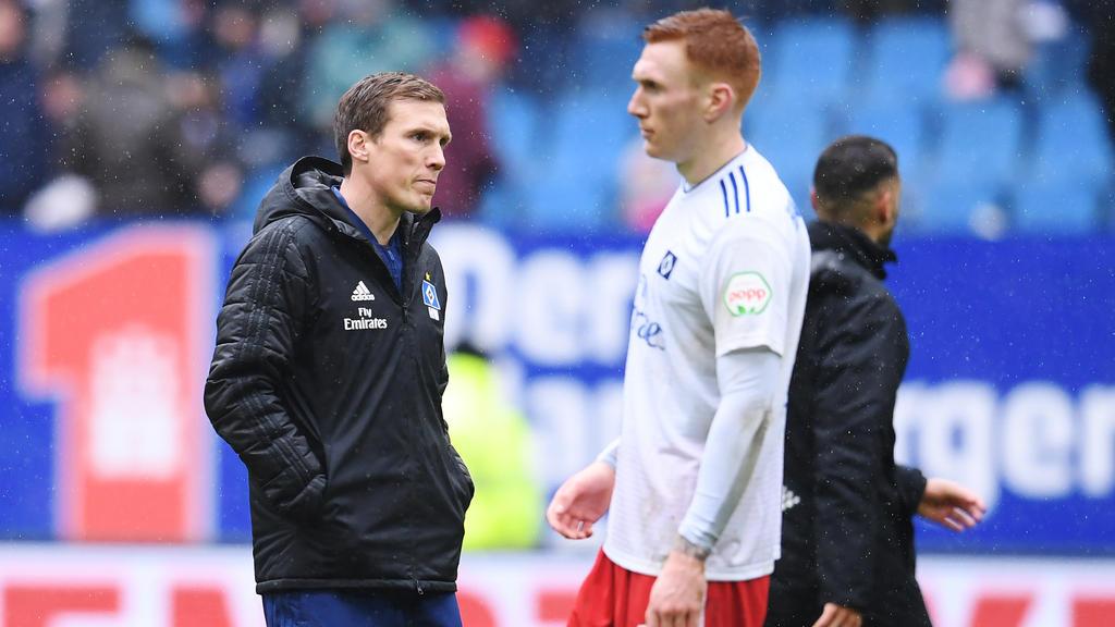 HSV-Trainer Hannes Wolf (l.) konnte mit der Leistung seiner Mannschaft zuletzt nicht zufrieden sein