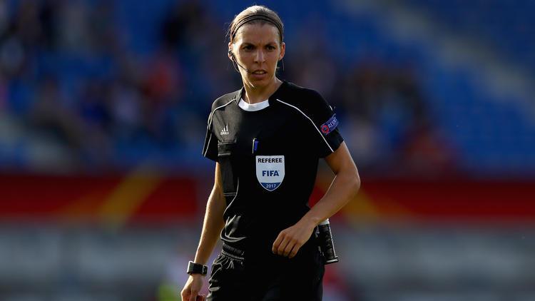 Stéphanie Frappart en la Euro 2017 femenina. (Foto: Getty)
