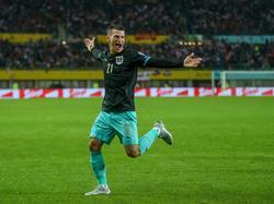 Stefan Lainer jubelt über seinen Treffer