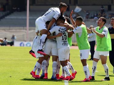 Pumas celebra un tanto en un duelo reciente.