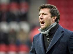 Sparta trainer Peter van den Berg coacht zijn team in de wedstrijd tegen FC Emmen in de Jupiler League. (07-12-14)