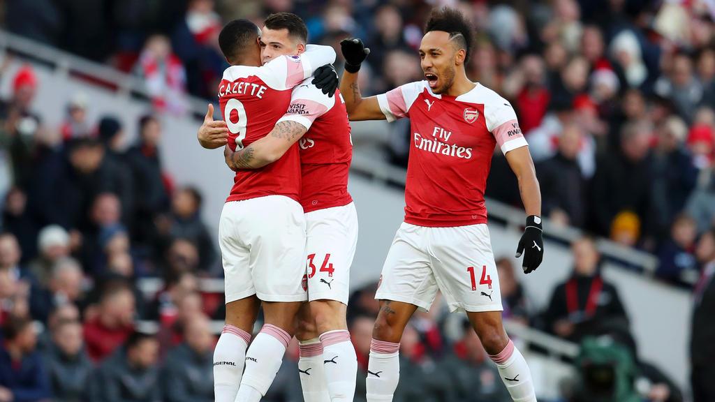 Pierre-Emerick Aubameyang (r.) traf für Arsenal